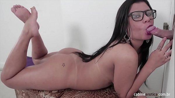 Amanda moreninha chupando pau grosso